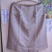 отличная юбка бежевая на пуговицах 44 евро
