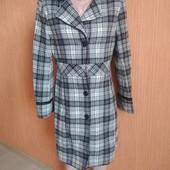 Стильное пальто в клетку 80% шерсть демисезон в очень хорошем состоянии
