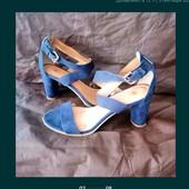 Очень красивые босоножки на устойчивом каблуке 41 стелька 27см