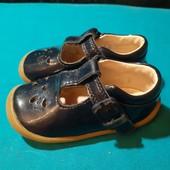 Полностью кожаные туфельки Clarks, ориг. Вьетнам, разм. 20 (11,5 см по бирке, реально 13 см внутри).