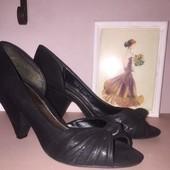 Чёрные стильные туфли с открытым носком на красивом устойчивом каблуке Dorothy Perkins