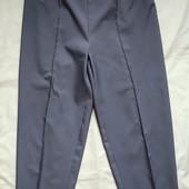 Фирменные серые брюки,спереди строчка,стройнят.3xl