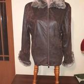 Шикарна куртка зі штучним хутром)