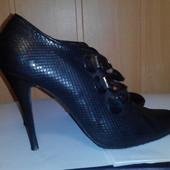 Туфли фирменные размер 39
