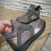 демисизоные спортивные ботиночки.