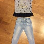 Легкие джинсы и футболка на 4—5 лет