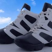***Акция- 5 лотов- бесплатная дост*Стильные черно- белые спортивные ботинки, размер на выбор, новые.