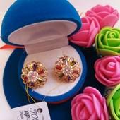 Новинка!!!Очаровательные серьги-гвоздики с разноцветными фианитами позолота 585 пробы
