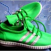 Яркие летние текстильные кроссовки дышащие