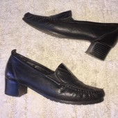 Чёрные туфли лоферы мокасины из натуральной кожи на низком каблуке Vera Pelle