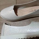 Чарівні жіночі туфлі 38 р.