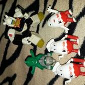 Іграшки з кіндера і робот