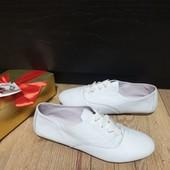 Закриті туфлі із натуральної шкіри зовні і всередині 39 рр і устілка 24,7 см. Новинка.