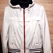 Тёпленькая демисезонная курточка, размер M-L.
