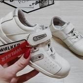 ***Полностью натуральная кожа***белые кроссовки на липучке-walker,Венгрия.