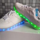 Кроссовки светящиеся Led+зарядка, последний размер☘️