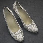Красивые белые свадебные туфли в отл.сост,стелька-25 см