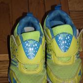 Двое кроссовок для двора и дачи по стельке-16,5 и 15 см