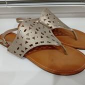 В очень хорошем состоянии большого р-ра сандалии. Р-р 8 (наш 40-41), стелька 26.5 см