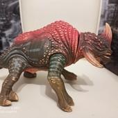 Динозавр озвучен от Hasbro 25*13 см