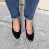 закриті шкіряні туфельки. мягка стелька. 37/24 см