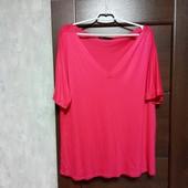 Фирменная красивая вискозная трикотажная блуза-футболка в состоянии новой вещи р.18-22