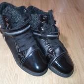 Стильно!Очень тёплые ботинки на меху.Очень классные.С ласковым носочком.Рр41(25.5см)шнуровка.новые