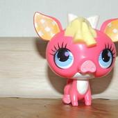 свинка Lps, Hasbro. при нажатиии на голову хрюкает, рот открывается, игрушка 6 см
