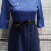 Красивое платье со съемной фатиновой накидкой.