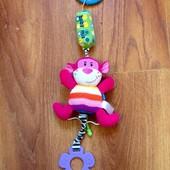 Подвеска на коляску розовая обезьянка в хорошем состоянии