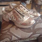 Кроссовки Carvela золотые р.37