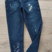 Очень крутые джинсы по типу МОМ. 10-11лет, но ориентироваться на замеры.