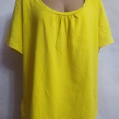 Яркая женская футболка большого размера со стразами по горловине