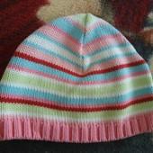 Демисезонная шапочка на девочку 3-6 мес., модна дольше. Состояние идеальное.