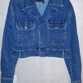 Куртка укорочена, стильна розмір s.