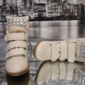Красивые сникерсы, кроссовки, ботинки