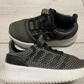 Отличные кроссовки Adidas оригинал 30 размер стелька 18,5 см .