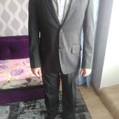Шикарний костюм в стані нового р. 44