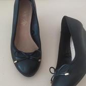 Стильные туфли балетки на танкетке
