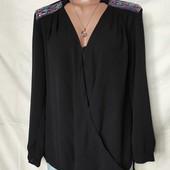 Шикарная блузочка на запах с удлиненной спинкой и вышивкой,италия, грудь-110
