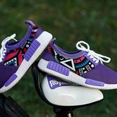Яркие и красочные женские кроссовки фирмы гипанис