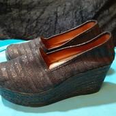 Легкие блестящие туфли Bambi, разм. 38 (24 см внутри). Сост. хорошее!