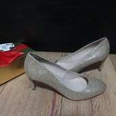 Туфлі із текстилю зовні і нат.шкіри всередині 38 рр і устілка 24,5 см. Новинка.