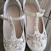Нарядні, білі балетки Next, розмір 28см