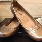 кожаные золотые туфельки Clarks 36/37(23,5 по стельке)