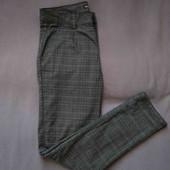 штани майже нові,в клеточку гарної якості,брендові.завужені до низу