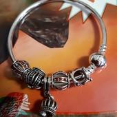 Красивые браслеты с шармами в стиле Пандора