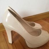 Туфлі на стійкому каблуку