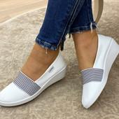 Шикарные белоснежные балетки/туфли на устойчивой платформе.