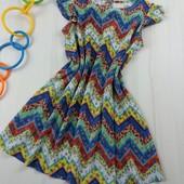 Очень красивое яркое платьице Zara размер 110 см.